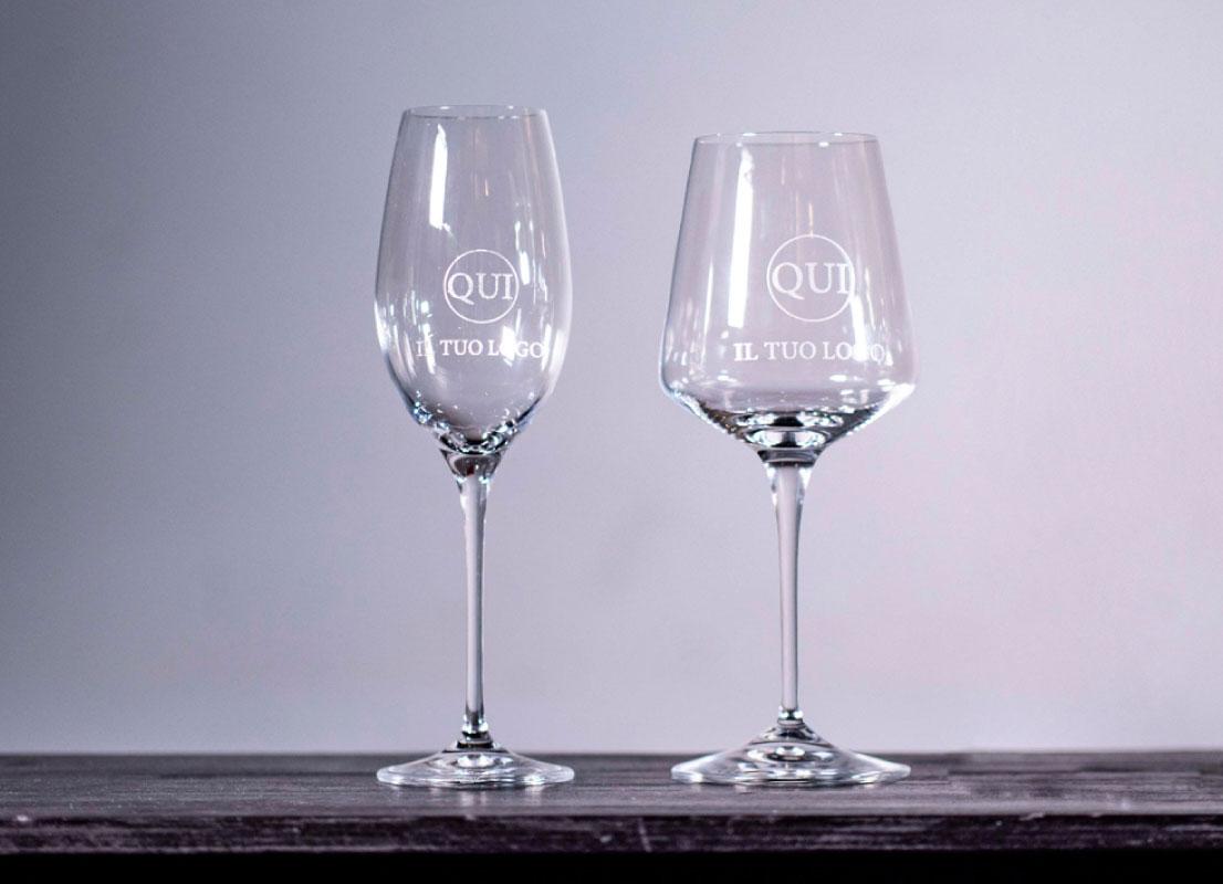 bicchieri e attrezzature da bar personalizzabili